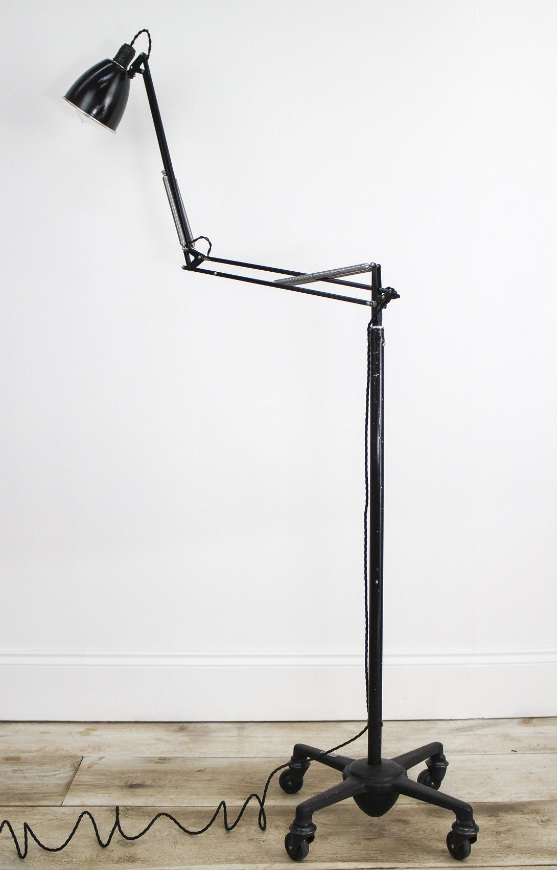 FLOOR STANDING TROLLEY ANGLEPOISE LAMP – Cooling & Cooling
