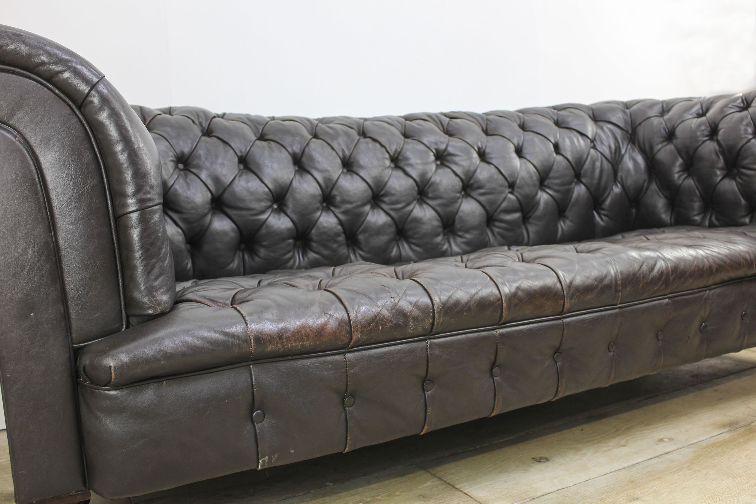 ANTIQUE LEATHER CHESTERFIELD SOFA BY HAMPTON U0026 SONS PALL MALL