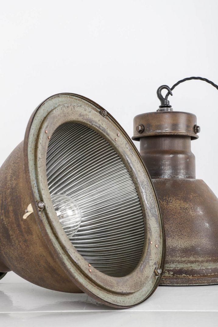 INDUSTRIAL HOLOPHANE PENDANT LIGHTS - COOLING & COOLING