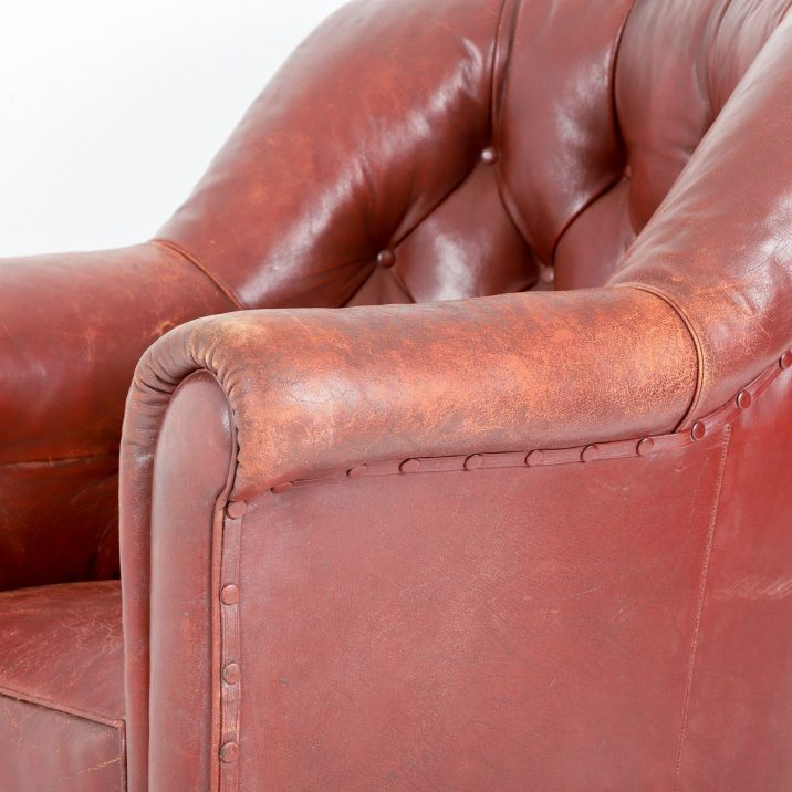 ANTIQUE RED LEATHER BUTTONBACK ARMCHAIR - COOLING & COOLING
