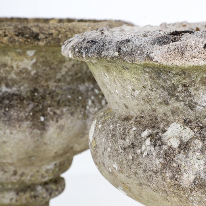 Pair Of English Weathered Urns - Cooling & Cooling
