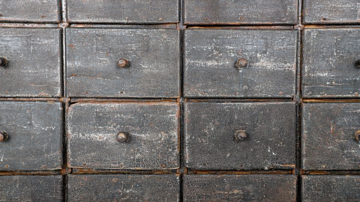 ANTIQUE BANK OF 20 FARMHOUSE DRAWERS - COOLING & COOLING