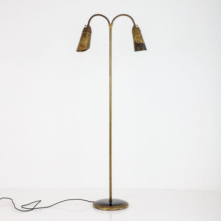 VINTAGE ITALIAN DOUBLE GOOSENECK FLOOR LAMP - COOLING & COOLING