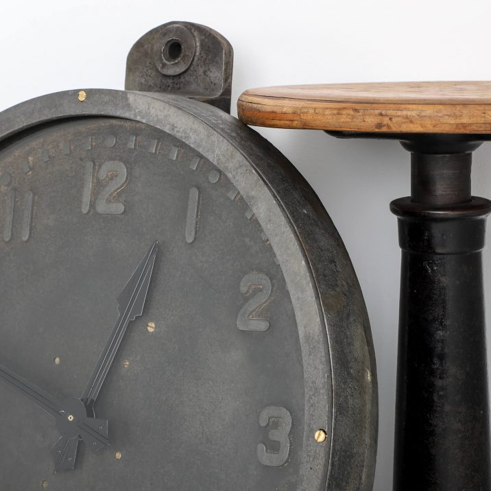 Large 19- Cast Clock By Gents Of Leicester - Cooling & Cooling