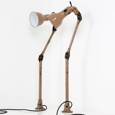 Industrial angle lamp