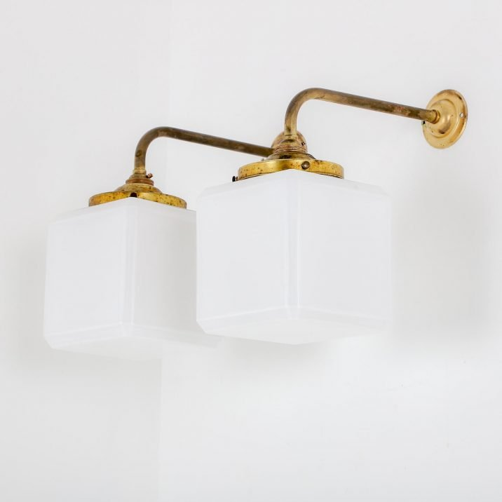 VINTAGE OPALINE CUBE WALL LIGHT 4 Cooling & Cooling