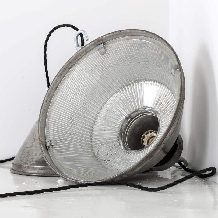VINTAGE INDUSTRIAL HOLOPHANE PENDANT LIGHT 3 Cooling & Cooling