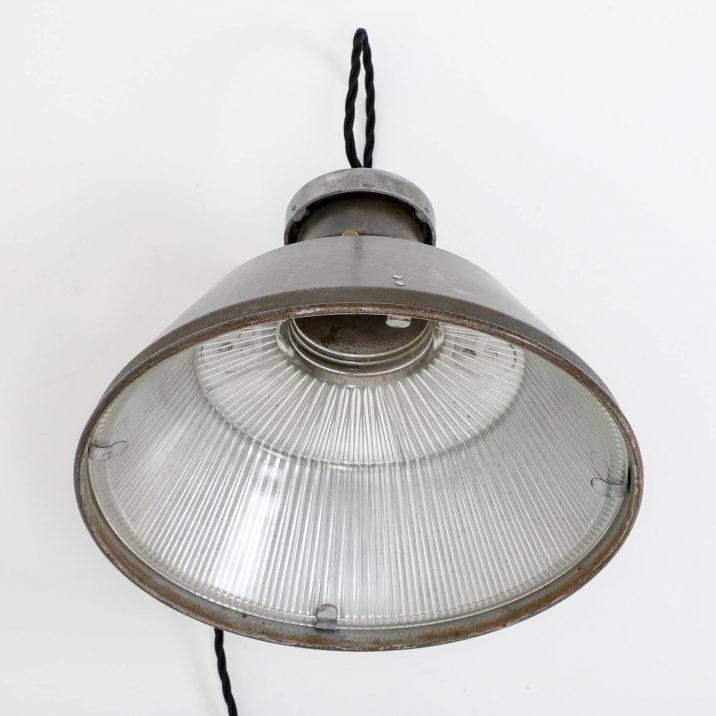 VINTAGE INDUSTRIAL HOLOPHANE WALL LIGHT 3 Cooling & Cooling