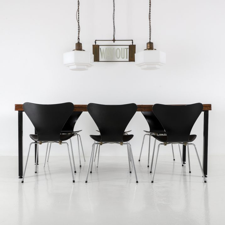 Fritz Hansen Series 7 chairs 2 1 Cooling & Cooling