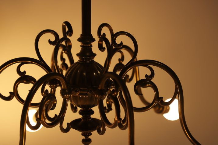 SIX ARM GAS CHANDELIER 13 Cooling & Cooling