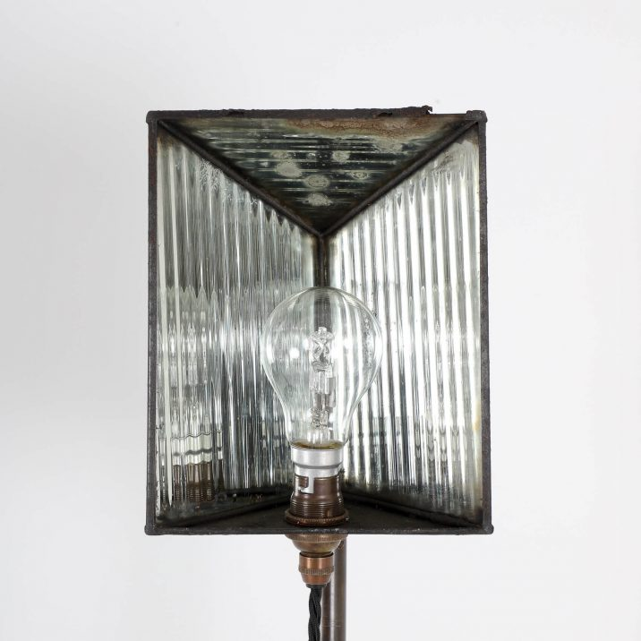 VICTORIAN PHOTOGRAPHIC LAMP STAND 3 Cooling & Cooling